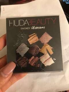 Huda Smokey obsessions palette