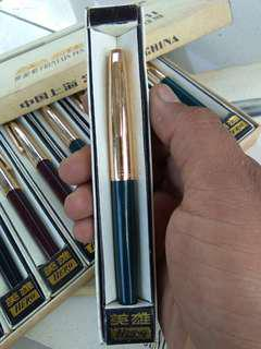 Vintage hero pen