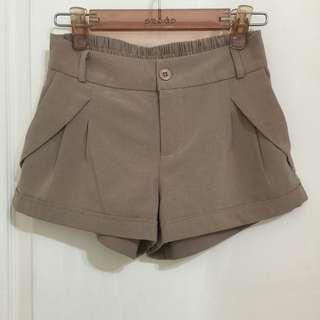🚚 深裸色彈性短褲