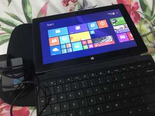 Microsoft Surface RT 32G + SD 32G + Keyboard + Charger