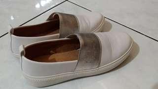 Sepatu Perempuan Casual Sneakers