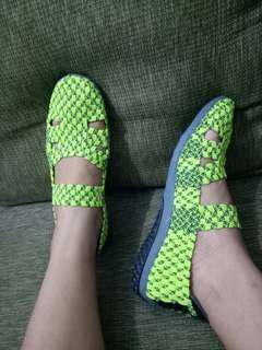 Sepatu rajut hijau