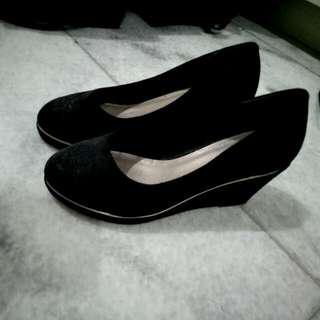 VNC VINCCI Black Wedges