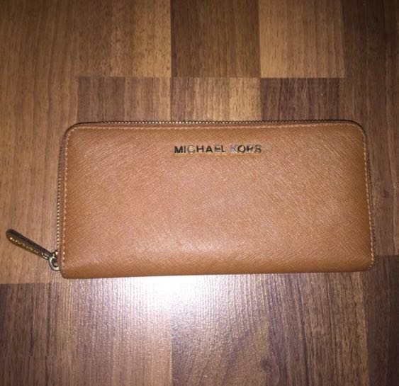 510fa11bcd74a3 Authentic Michael Kors (MK) Jet Set Travel Continental Zip Wallet ...