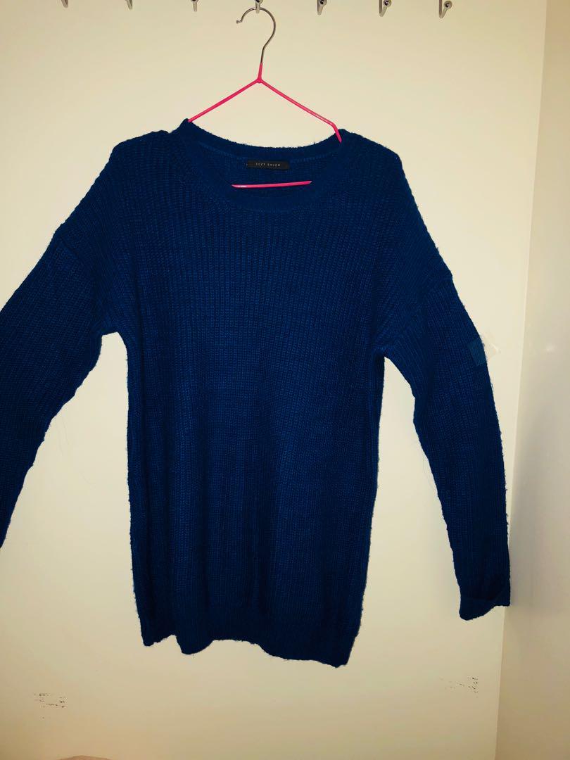 Blue scoop-neck long-sleeved shirt