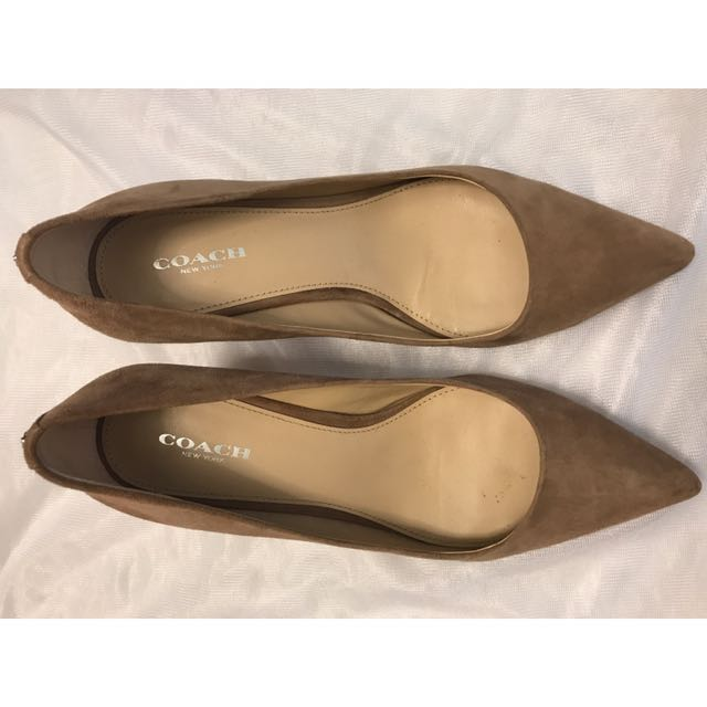 1f006457d6 Coach Nude Suede Pumps, Women's Fashion, Shoes on Carousell