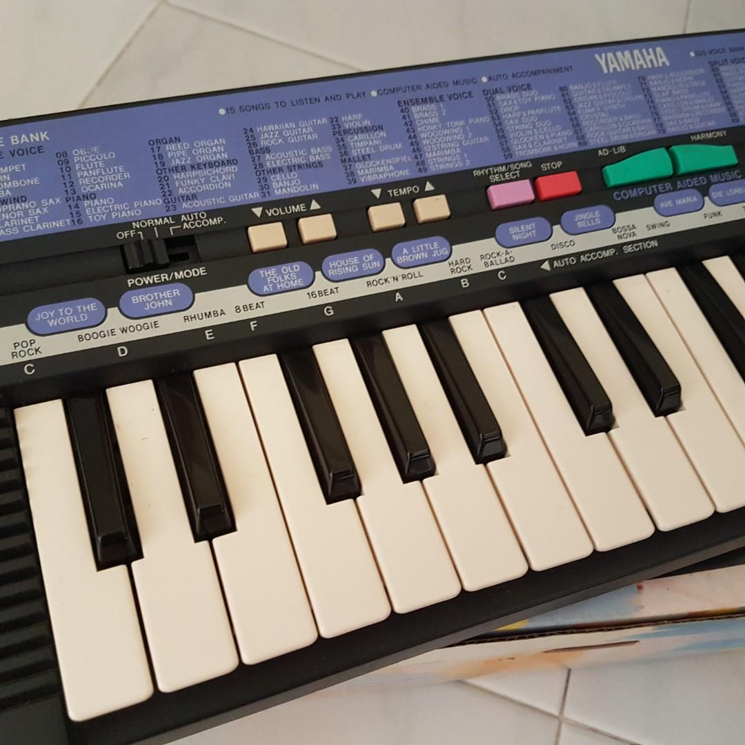 Small Yamaha Electronic Keyboard, Music & Media, Music