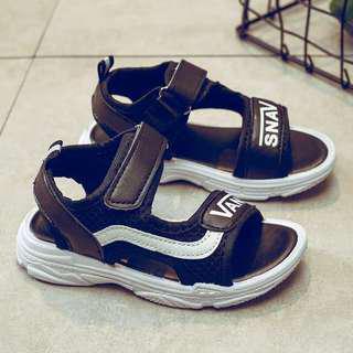 #噢賣鞋 🆕休闲鞋 運動型涼鞋 黑白色
