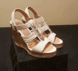 White wedges with gold detailing (size 6)