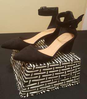 Black chunky heel with straps (size 6) Gently used