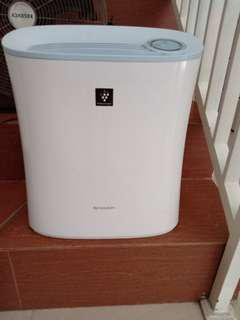 Sharp air purifier (pembersih udara)