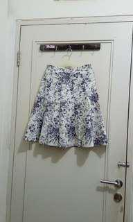Grey flowery skirt