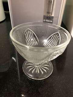 Assorted glassware/ glasses
