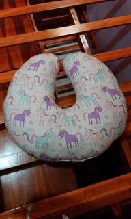 Bantal menyusui unicorn