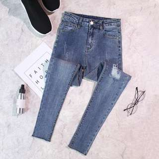 Basic ripped jeans