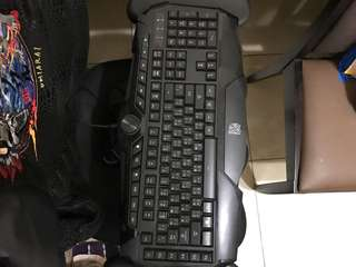 🚚 曜越鍵盤便宜賣