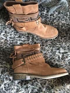 Wild rhino boots