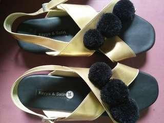Sepatu sendal pompom kayya & satin