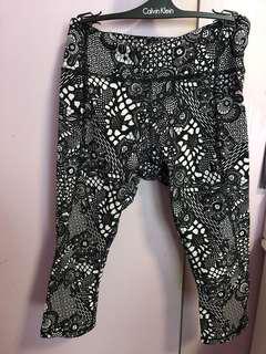 As new Lululemon 3/4 tights/ leggings size 4