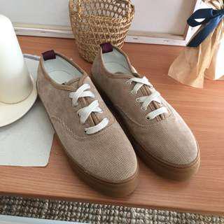 🚚 厚底燈芯絨布休閒鞋38號