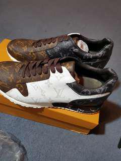 Lv shoes size 41