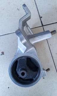 Engine mounting ej