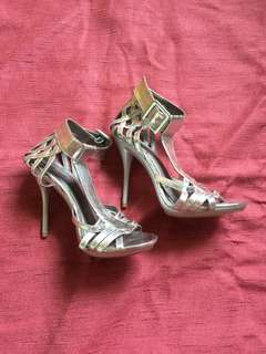 Size 6 HIGH HEELS (2 inch)
