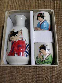 Nice Japanese decorative sake set