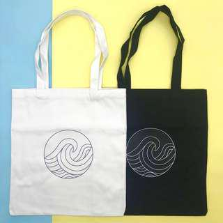 🚚 Black Canvas Graphic Tote Bag (Waves)