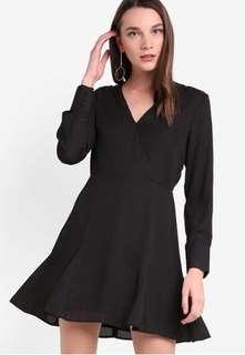 🚚 ZALORA Fit and Flare Black Dress