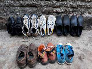 Sepatu borongan atau satuan