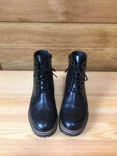 雕花高筒皮靴