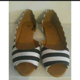 H&M Striped Pip Toe Flats