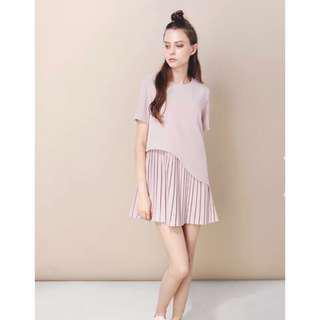 And Well Dressed HORIZON PLEATED CURVE DRESS IN MAUVE