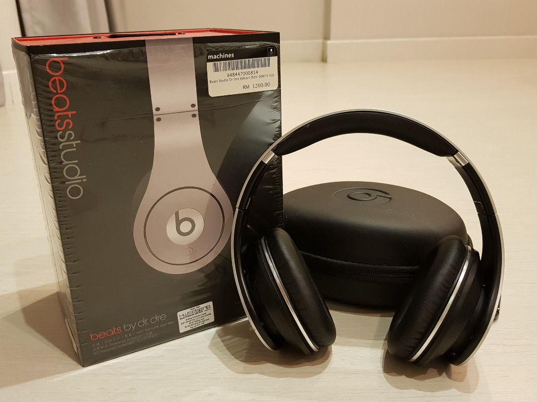 Beats by dr dre Studio Headphone Nice Bass! Original from Machines Apple  store