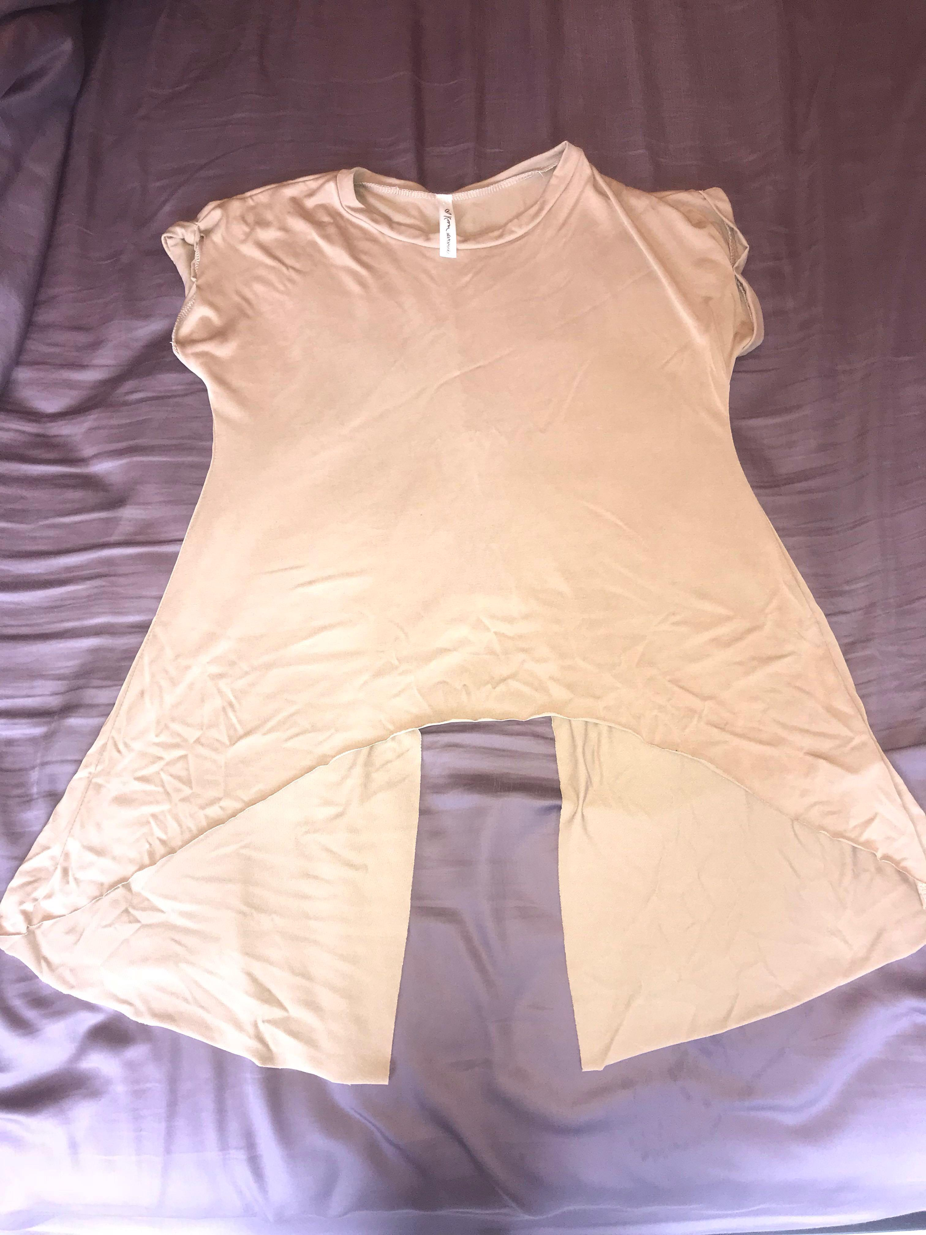 M boutique t-shirt with slit up the back - SIZE SMALL
