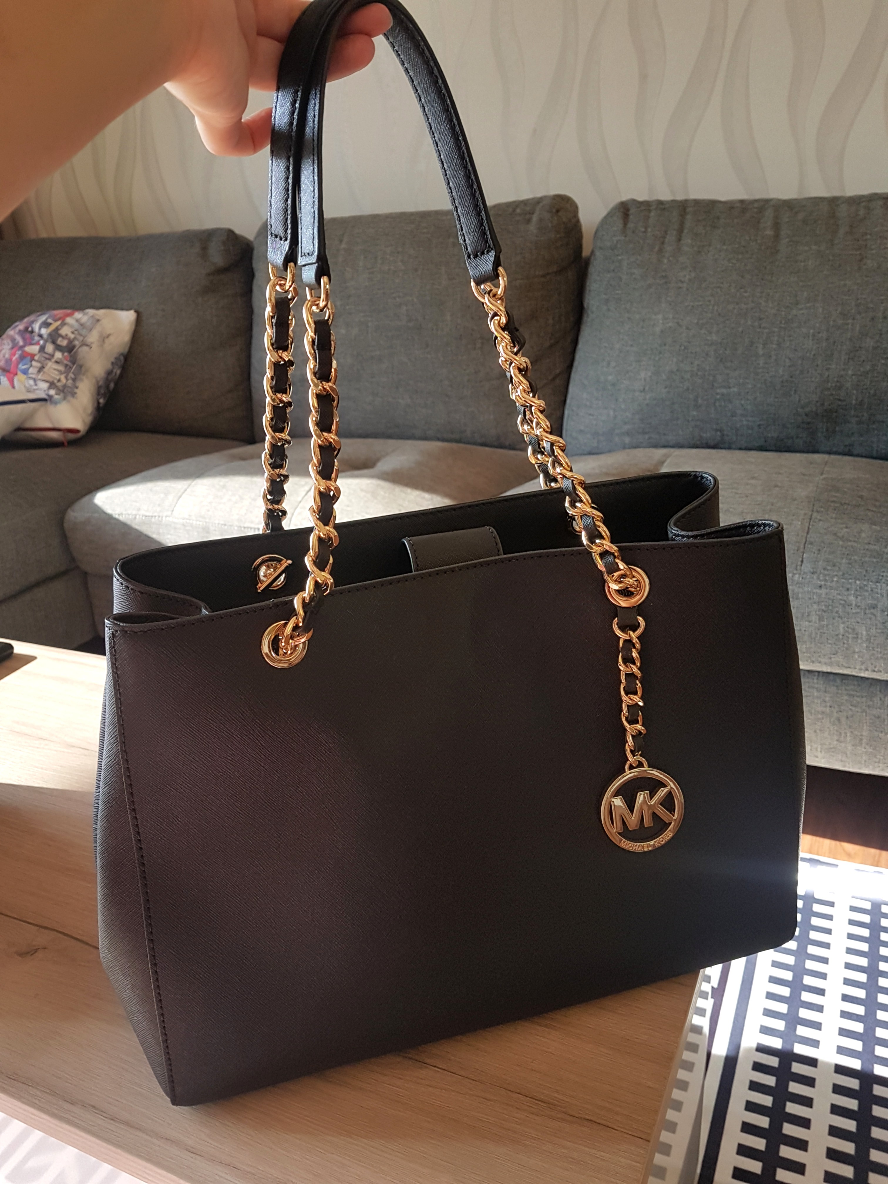 4cb248728 Michael Kors Bag, Luxury, Bags & Wallets, Handbags on Carousell