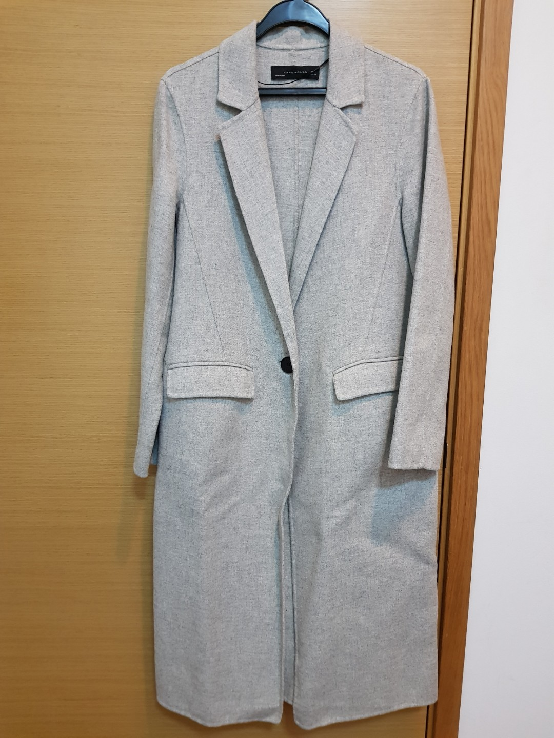 d2c3850f Zara Long Light Grey Coat, Women's Fashion, Clothes, Outerwear on ...