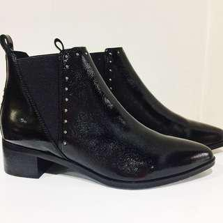 Venilla Suite Genuine Leather Chelsea boots