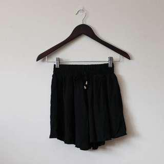 BN Black flowy high waisted shorts
