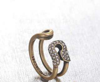Marc Jacobs Clips Ring