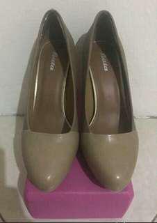 "[PROMO ONGKIR] ""BATA"" Exclusive High Heels (size 37)"