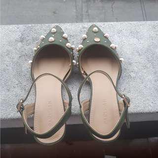 Parisian Sandals Size 6