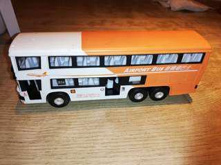 巴士模型(每輛💲50元,一共七輛一起走)(已下架)
