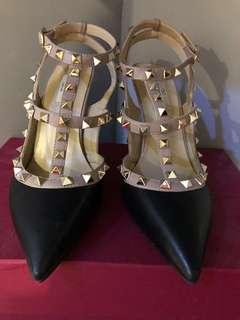 Auth Q Valentino Rockstud Kitten Heels