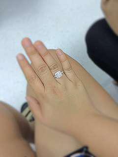 18k white gold with diamond.