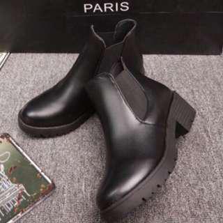 🚚 高筒靴子 25.5