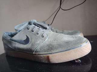 Nike janoski black grey gum