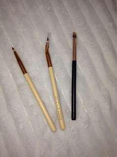 Makeup eye brushes
