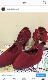 Sepatu Heel Merah